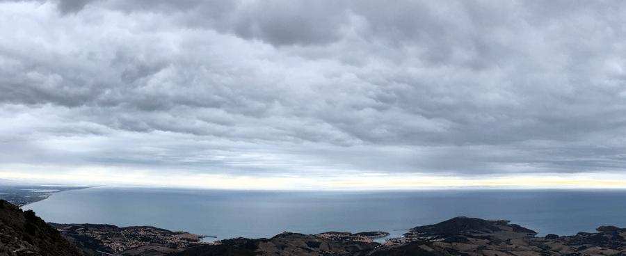Vue de la côte vermeille depuis la tour Madeloc : Collioure, Port-Vendres et Banyuls